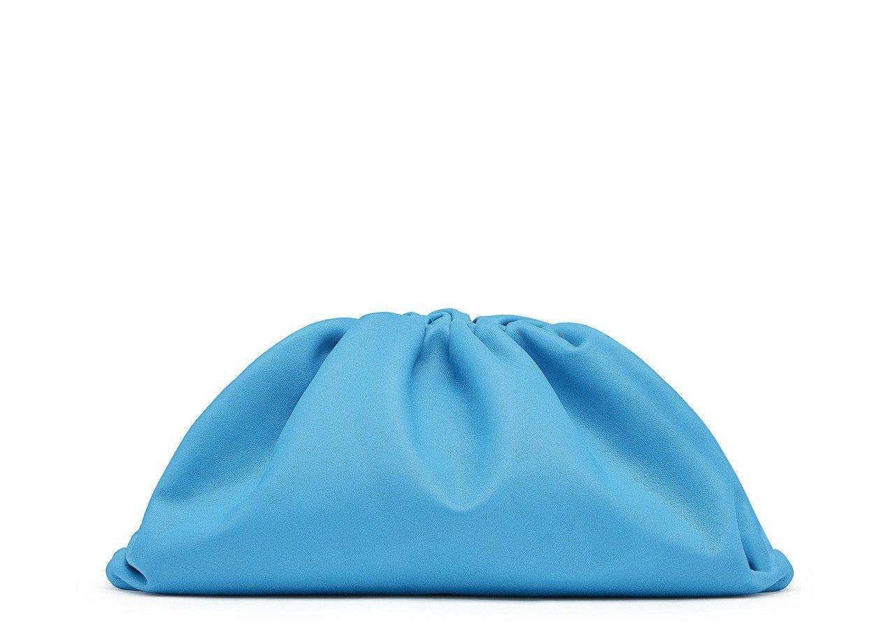 The Pouch 手拿包,75,800元。圖/Bottega Veneta提供