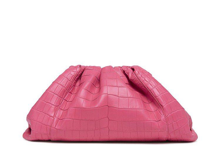 The Pouch 鱷魚皮手拿包,71萬6,100元。圖/Bottega Ven...