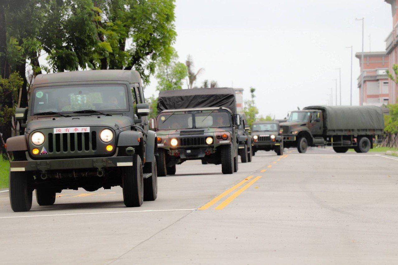 國軍第四作戰區兵力進駐易淹水地區與高屏等8個災害潛勢區待命。圖/第四作戰區提供