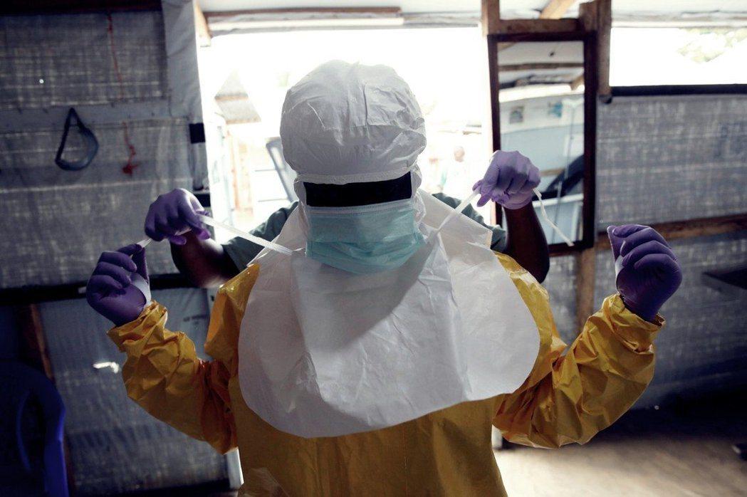 世界衛生組織(WHO)針對非洲中部、剛果民主共和國失控將近一年的伊波拉病毒疫情,...