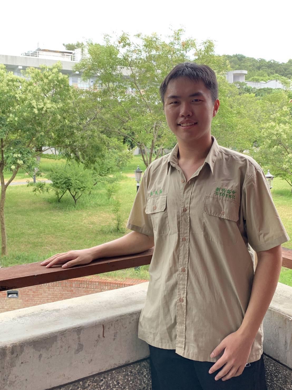 新竹高中第一類組最高分是534.6分的徐胤嘉。圖/校方提供