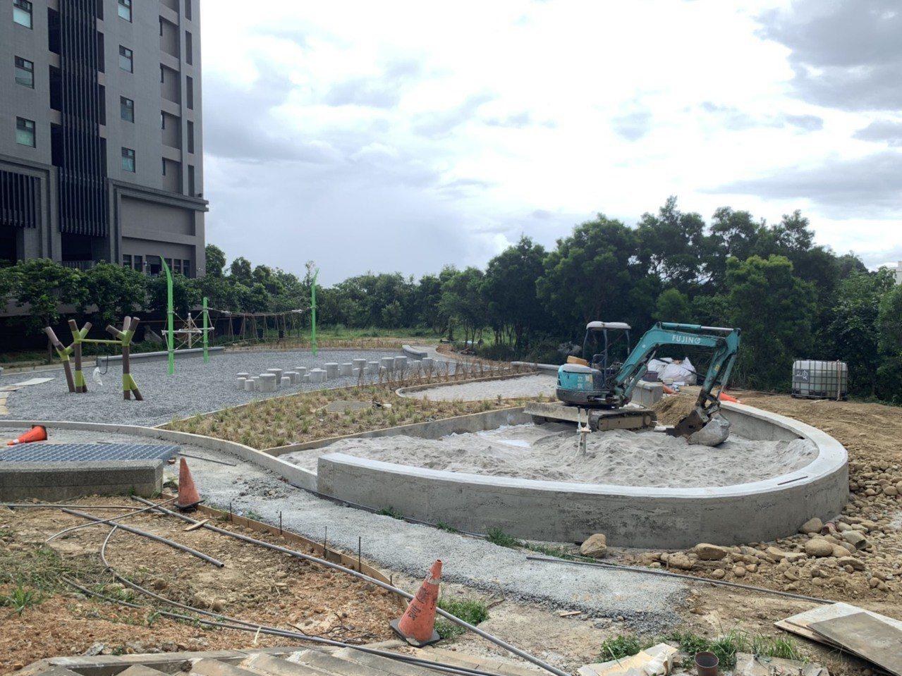 竹東鎮今年8月即將迎來位於二重的第二座兒童遊戲場,趕在暑假期間7月底完工,目前已...