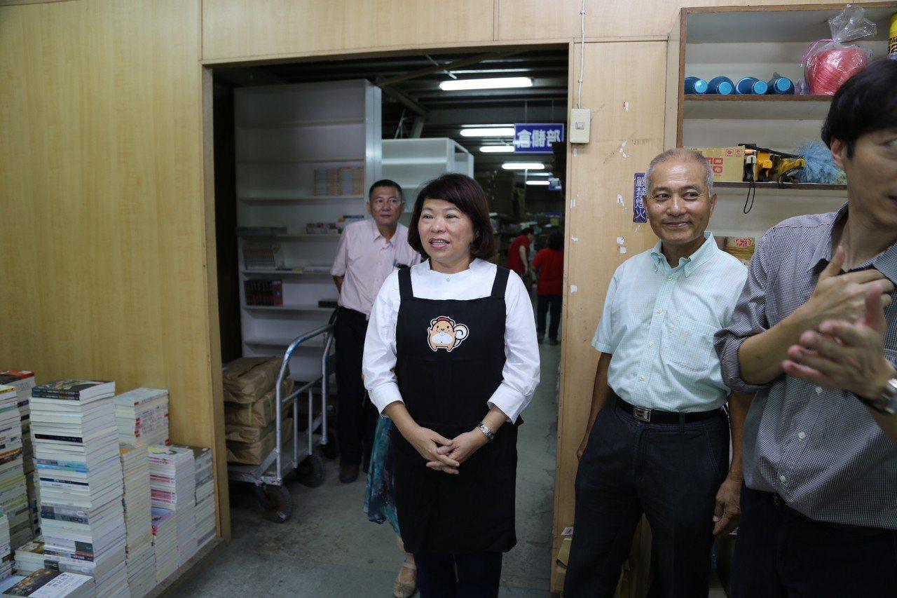 嘉義市長黃敏惠擔任「一日物流員」,深入了解嘉義市產業。照/市府提供