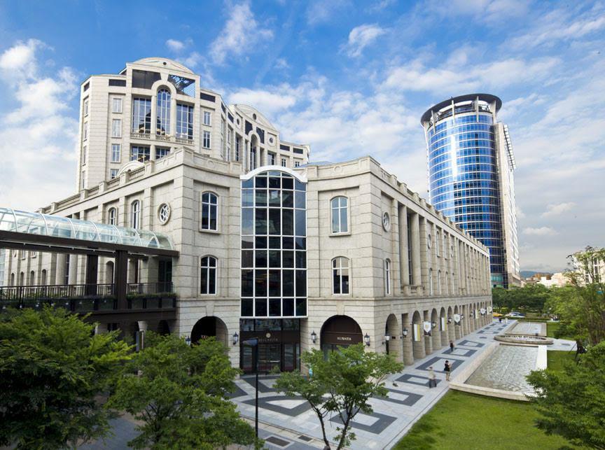 BELLAVITA歐式城堡風格建築,至今在國內百貨業,仍是個經典特色。 圖/BE...