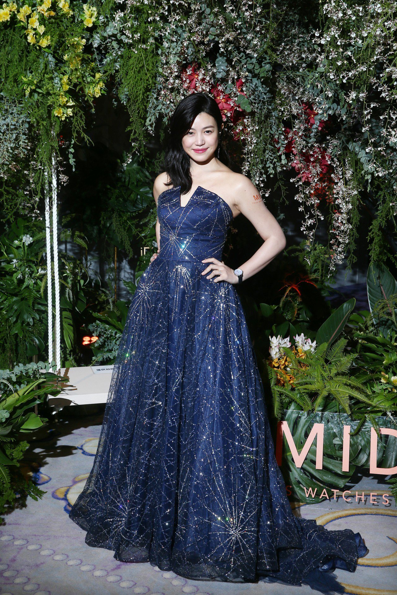 許久沒有公開露面的女星陳妍希受到MIDO邀請返台,並演繹Rainflower花雨...