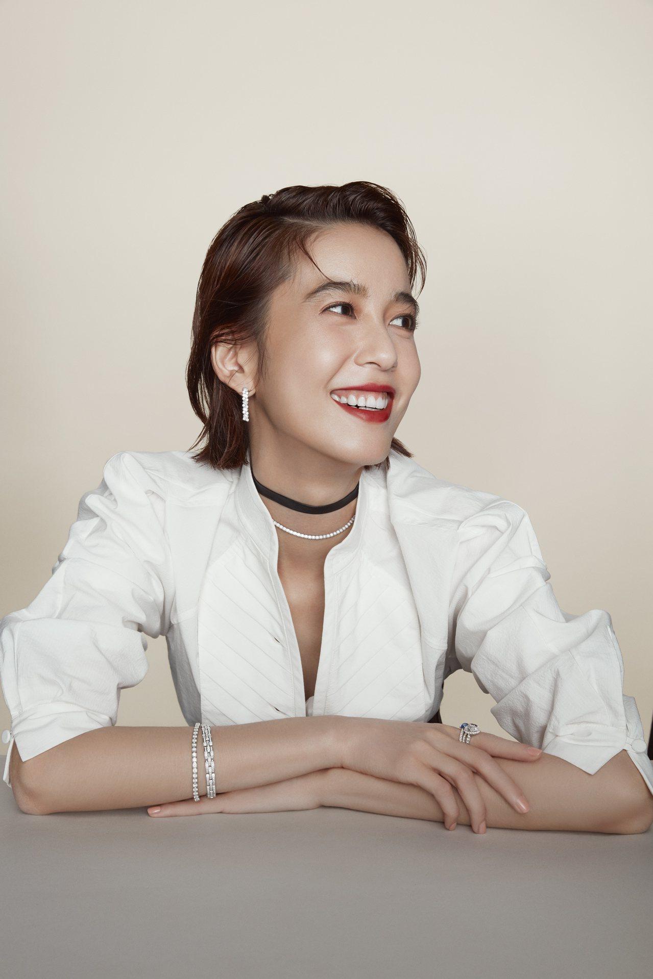 卡地亞珠寶形象大使陳庭妮演繹卡地亞經典鑽石系列珠寶。圖/卡地亞提供