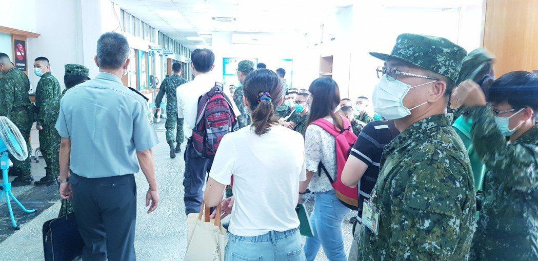 高雄陸軍官校爆出流感群聚疫情,包括入伍生及大學儲備軍官訓練團學員,目前共有109...