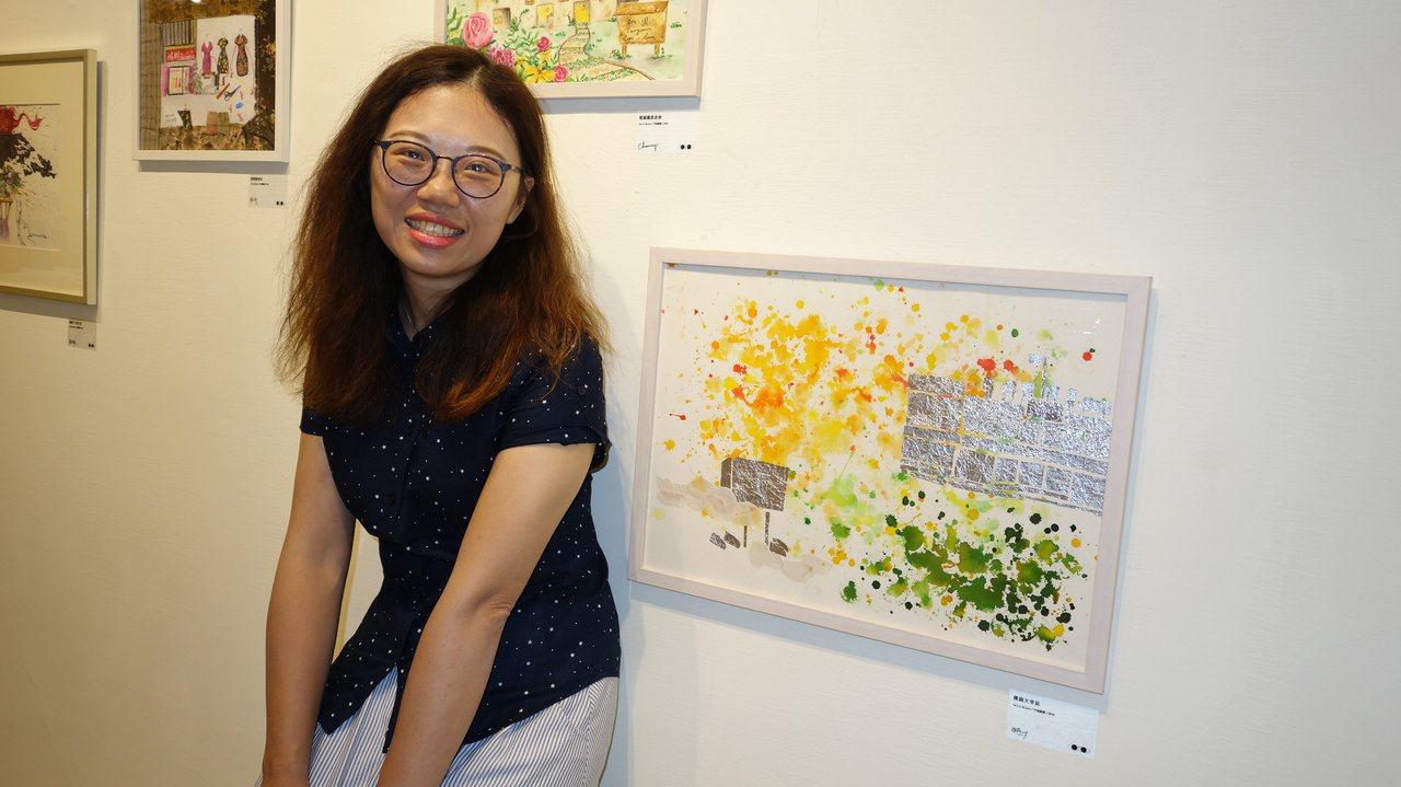 藝術家張雅萍,以複合媒材製作「桃園火車站」,呈現她與妹妹在舊車站的生活痕跡。圖/...