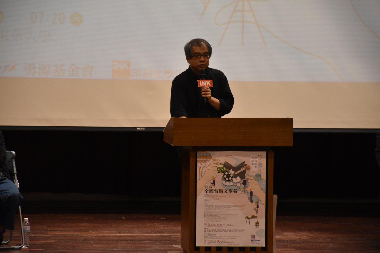 台灣作家楊照歡迎台灣文學營學員參加。記者王思慧/攝影