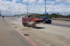 影/颱風讓南寮大道變沙道 竹市府設法改善漂沙