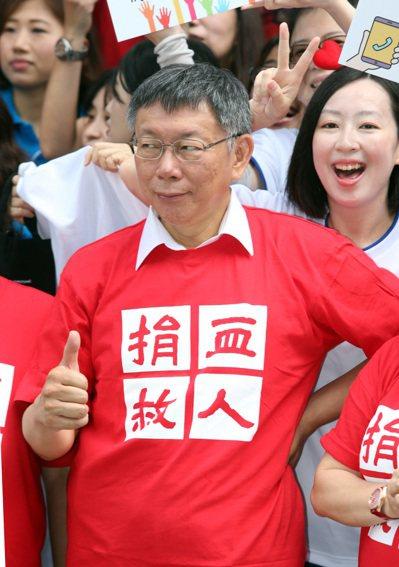 台北市長柯文哲(圖)昨天出席第一屆內科千人捐血活動,受訪時對蔡英文總統火力全開。...