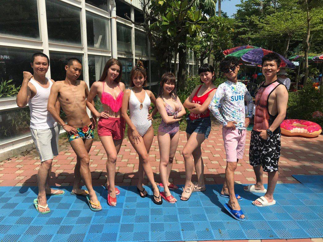 王燦(左起)、浩子、安妮、鮪魚、阿樂、張棋惠、阿翔和張立東一起為節目出外景。圖/...