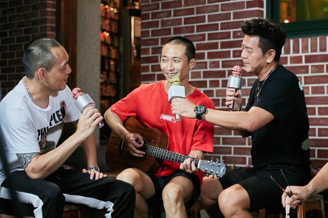 庹宗康(右起)、浩子和春風錄衛視「旅行應援團之一起出發吧」。圖/衛視提供