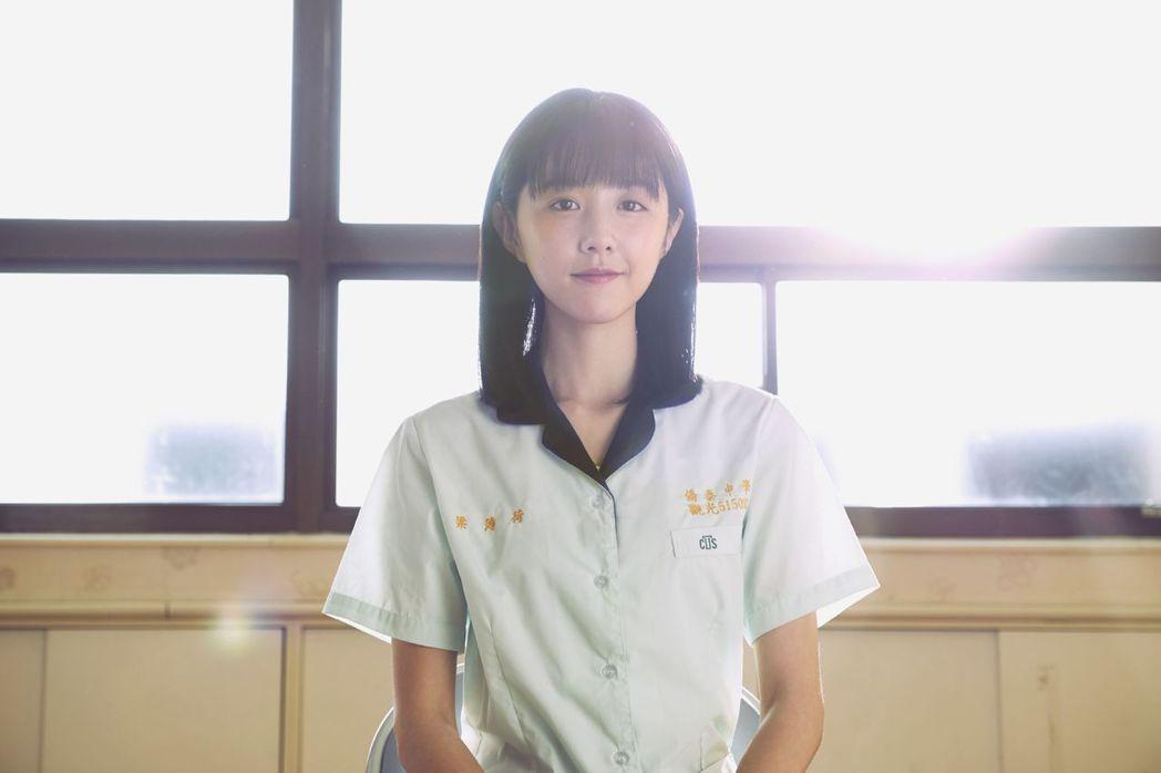 邵雨薇的高中生造型被譽為「校花級女神」。圖/威視提供