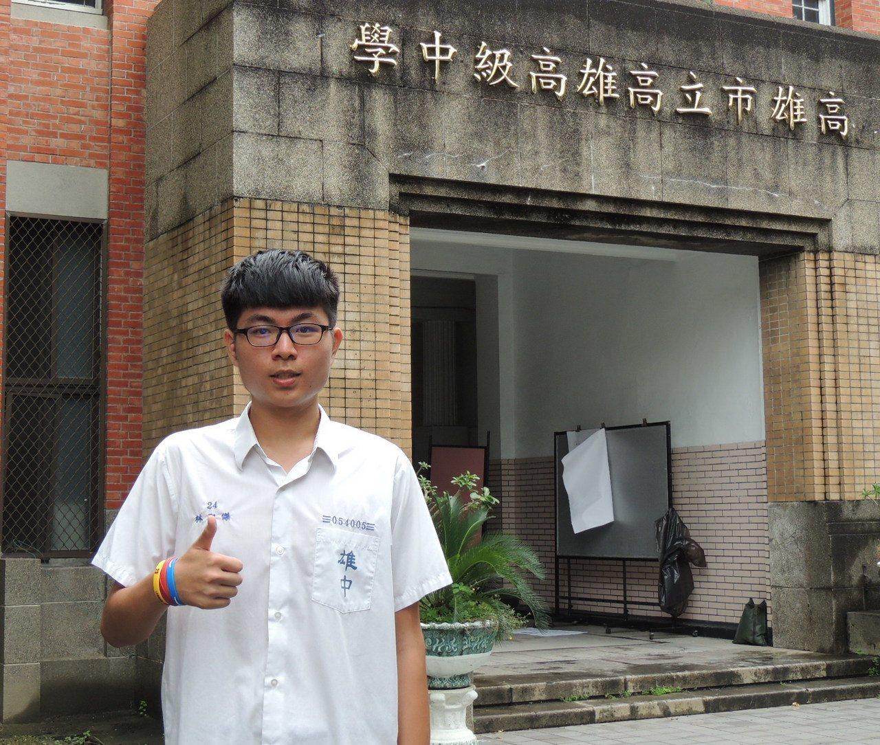雄中學生林聖傑以5科472.25高分,成為今年指考三類組榜首。記者徐如宜/攝影