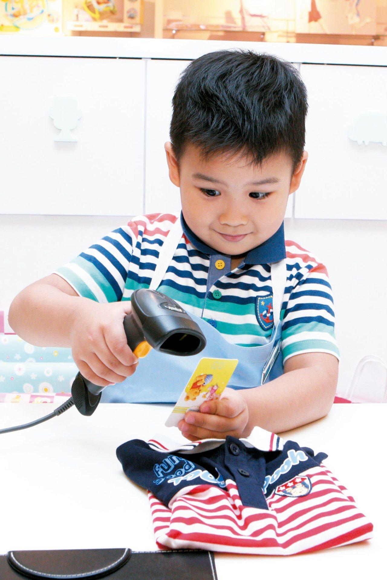 林口三井OUTLET的「小小職人體驗教室」相當受到家長與小朋友歡迎。圖/三井OU...