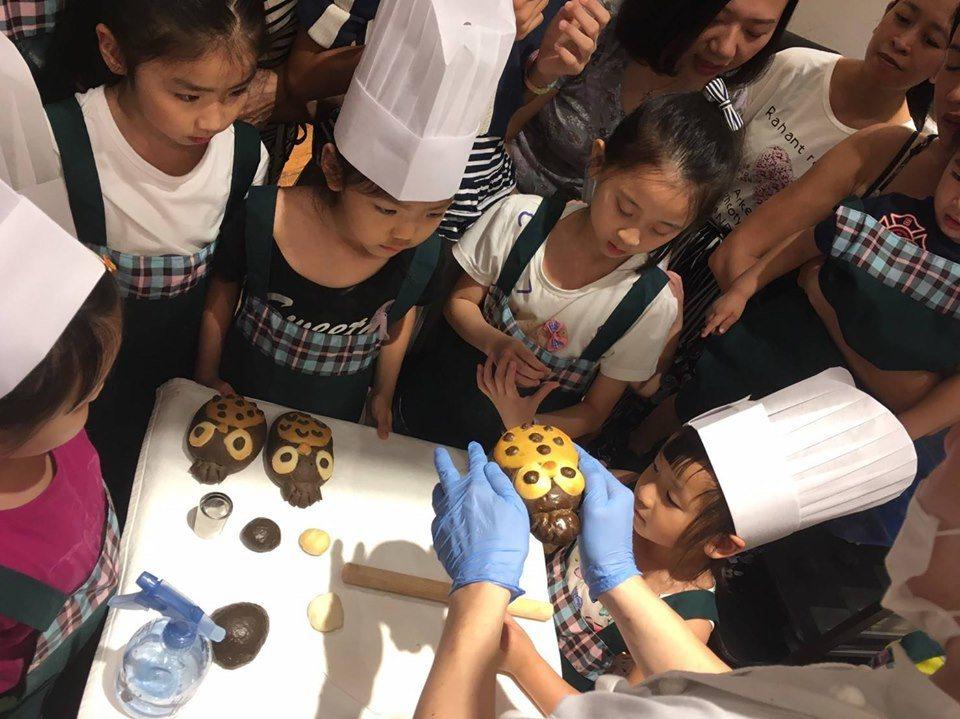 林口三井OUTLET的「小小職人體驗教室」相當受到家長與小朋友歡迎。圖/摘自Mi...