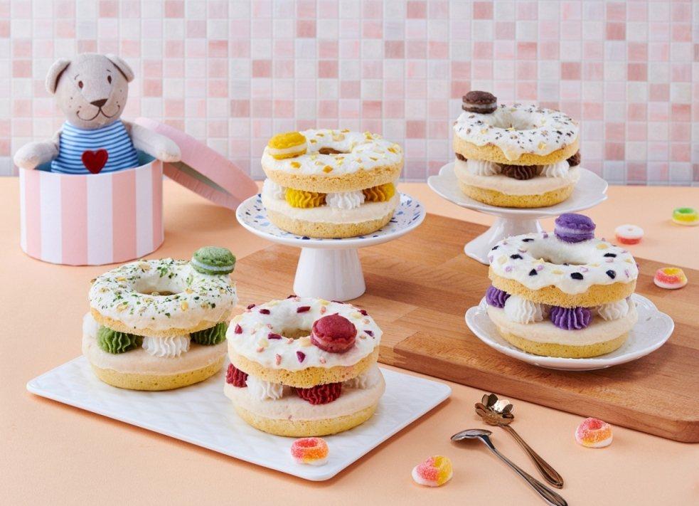 「毛孩鮮食館」推出寵物也能吃的「法式馬卡龍圈圈蛋糕」,原價399元,優惠價359...