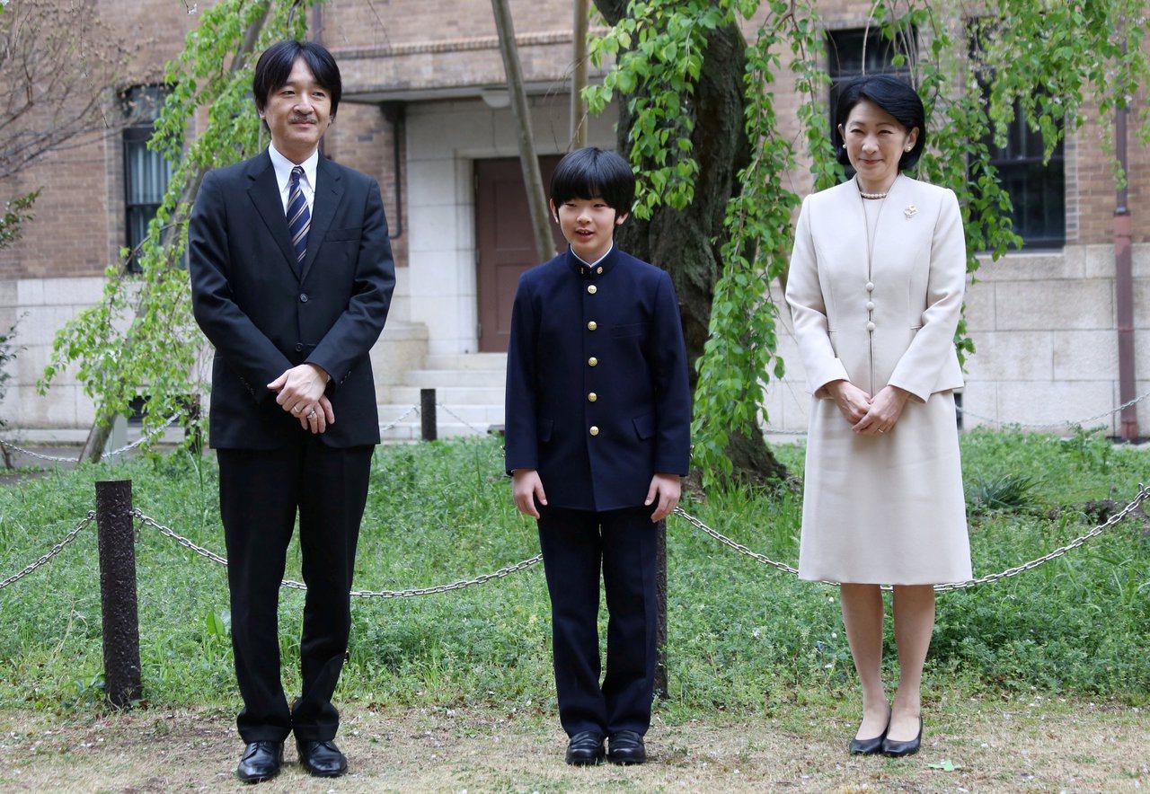 日本文仁親王(左起)、悠仁親王和紀子妃。路透