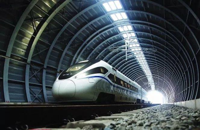 江湛鐵路新會段的隔音隧道以42260片吸音板組成。(中國鐵路)