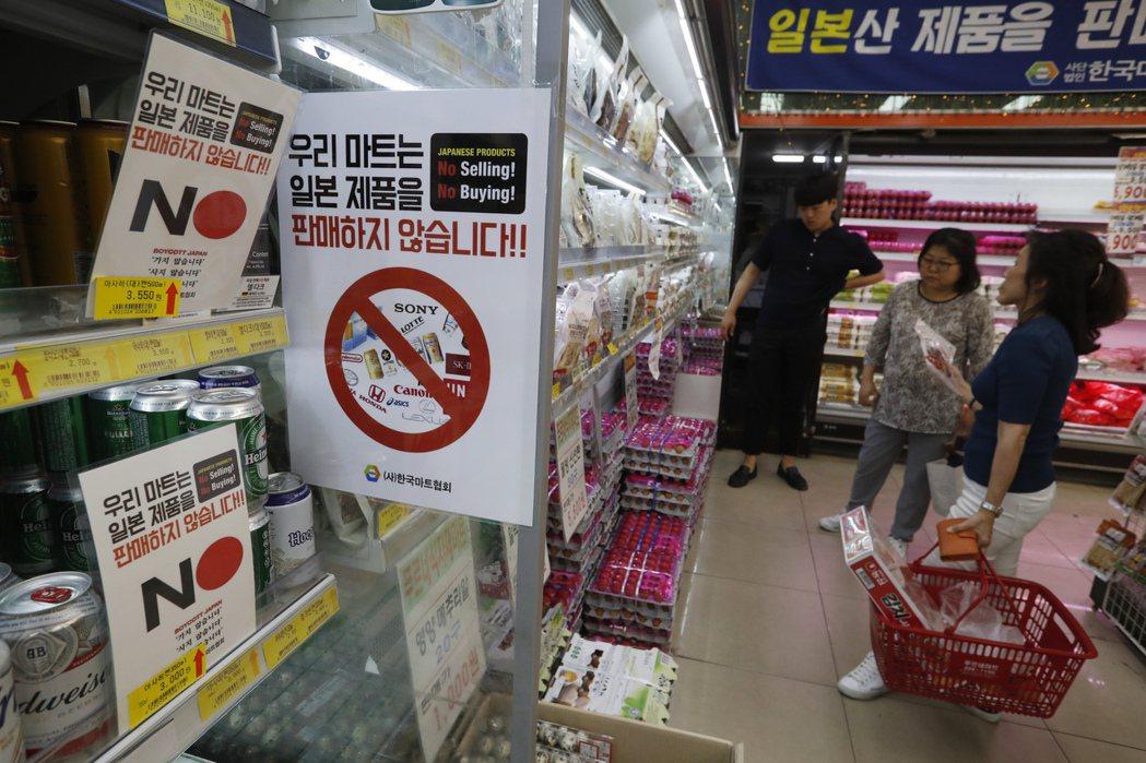南韓消費者掀起抵制日貨風潮,衝擊Uniqlo及Kirin等日本知名品牌,同時影響...