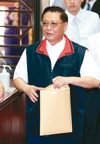 太陽花學運學生占領行政院後,時任台北市警局長黃昇勇下令驅離,官司纏訟多年,台北地...