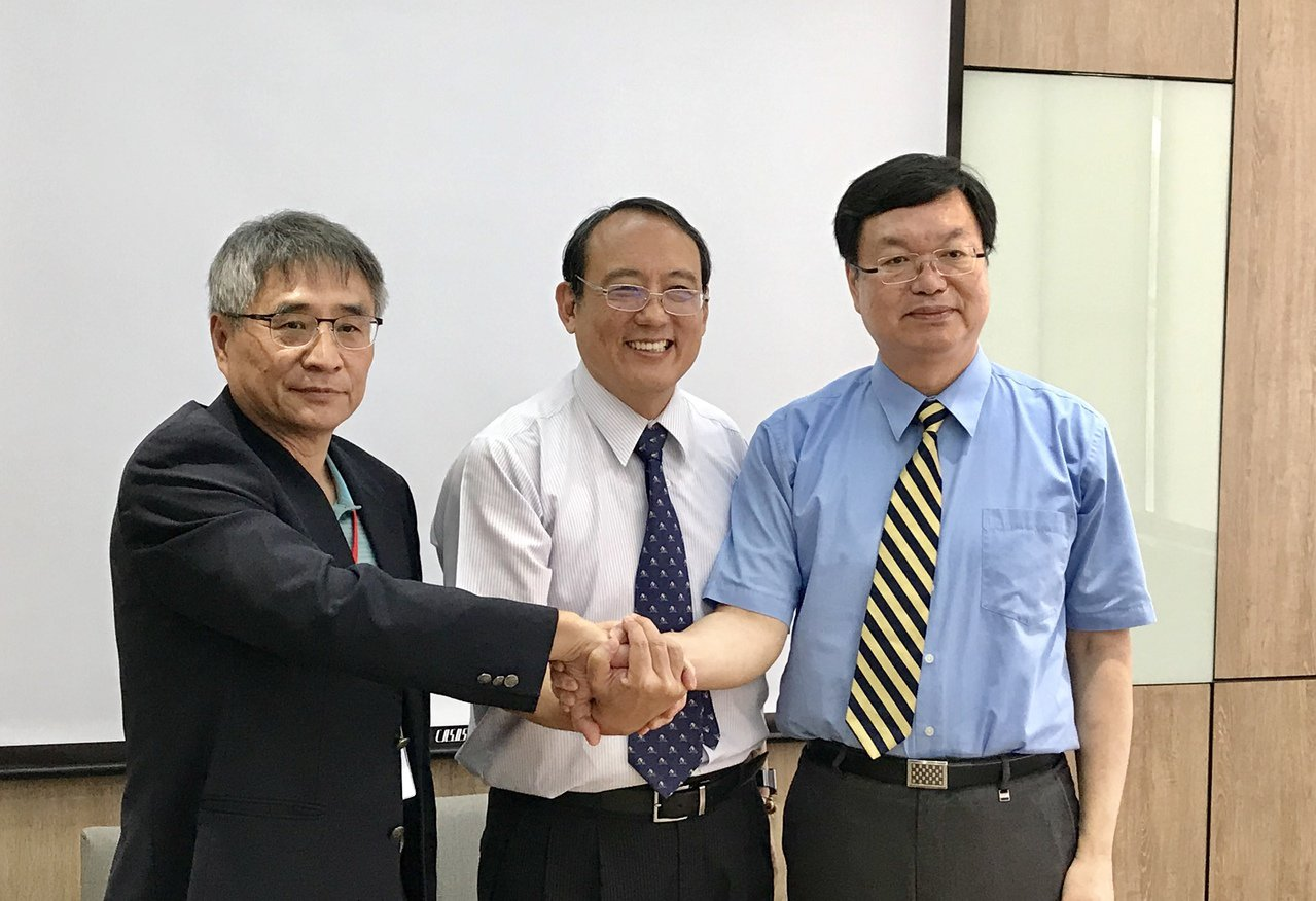 台科大校長廖慶榮(由右至左)、屏科大校長戴昌賢、雲科大校長楊能舒,昨日共同宣布三...