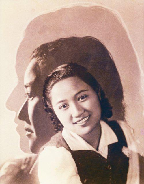 林壽鎰(林寫真館╱桃園),月雲(三重曝光),1937(國立台灣博物館典藏)。 照...