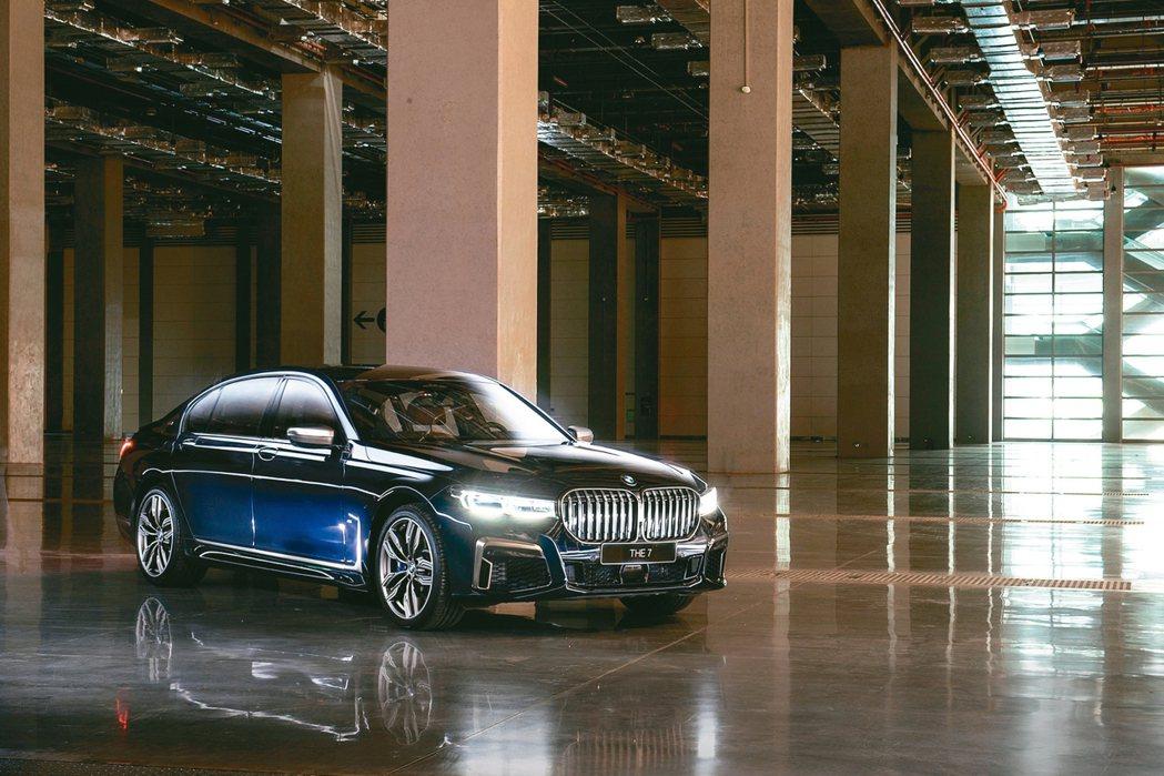 全新BMW 760Li xDrive 0~100kmh加速僅需3.8秒,旗艦風範...