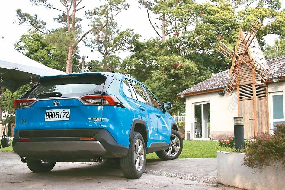 TOYOTA RAV 4油電混合版大受歡迎,早早售罄。 圖/陳志光、各車商