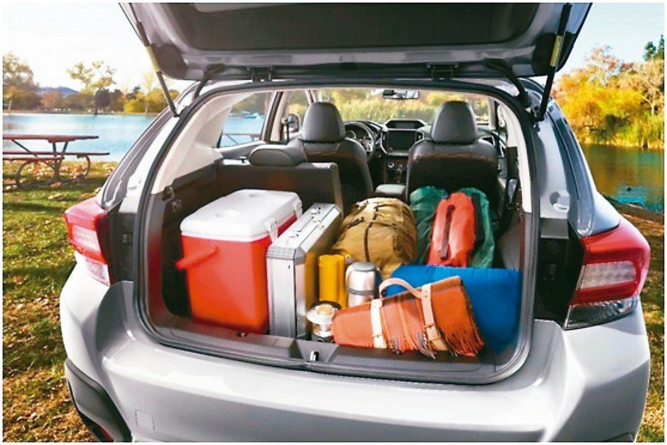 行李箱空間透過6/4分離折疊椅背變化,創造出更大肚量的置物空間。 圖/台灣速霸陸