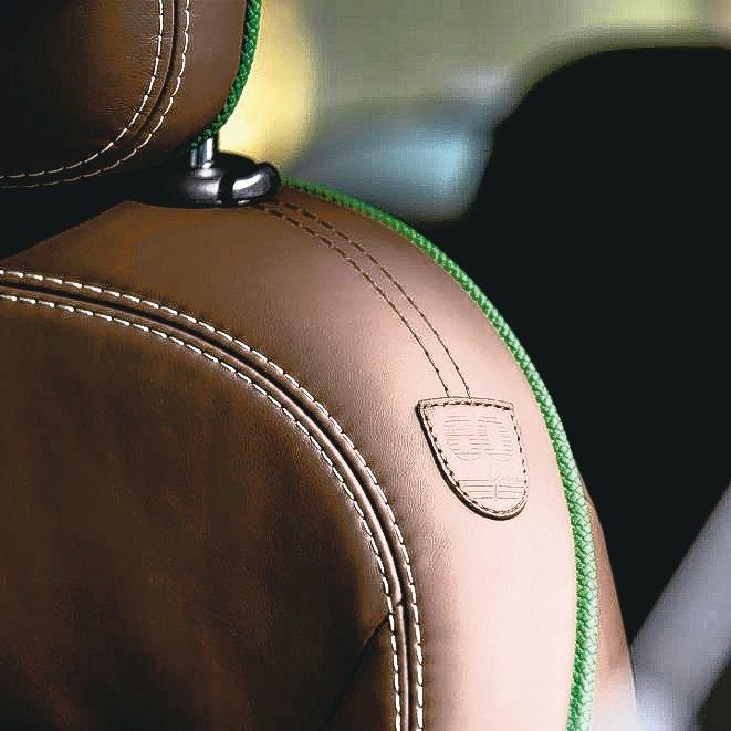 奢華用料結合新穎設計,真皮打造的Dark Maroon座椅就是一例。 圖/陳志光...