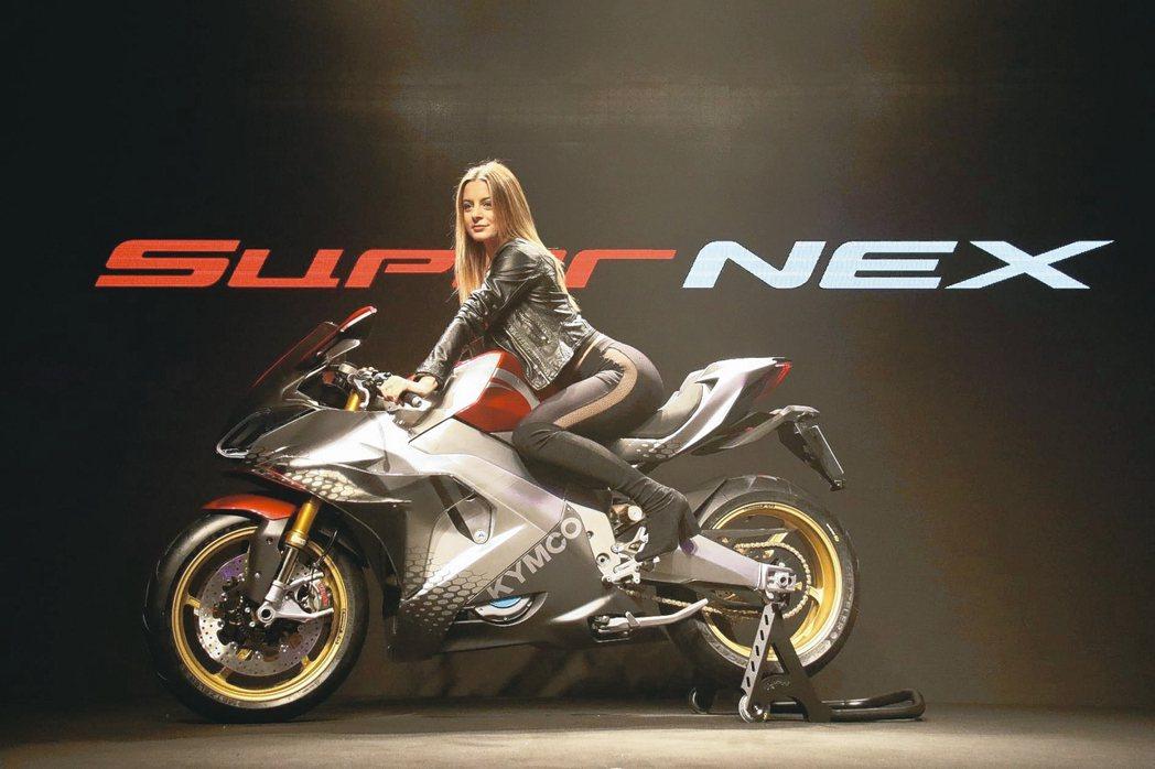去年11月米蘭機車展中,全球首發SuperNEX電動重機超跑,為次世代未來電動重...