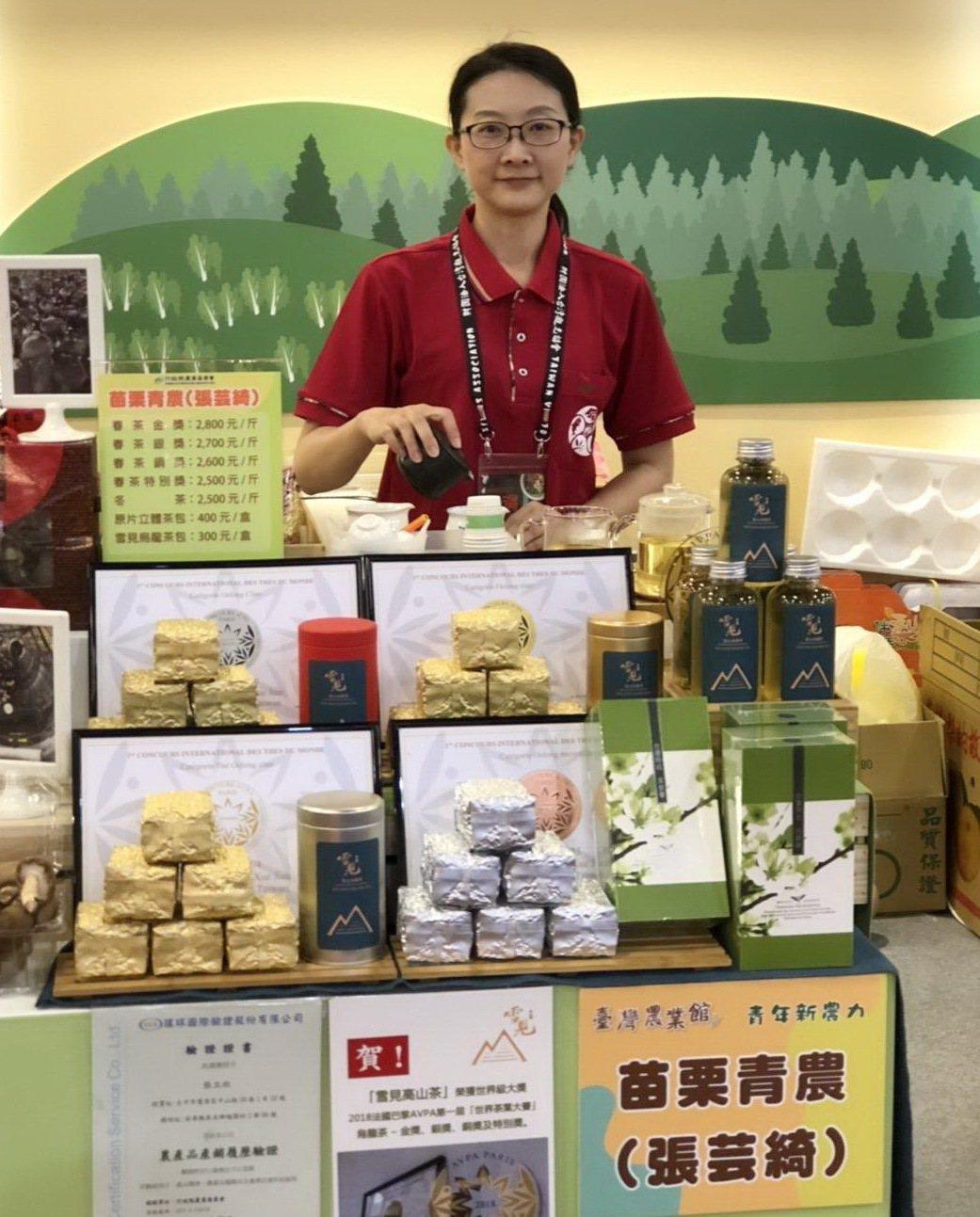 苗栗縣張芸綺在泰安鄉梅園村種植烏龍茶,自創「雪見高山茶」品牌。 業者/提供