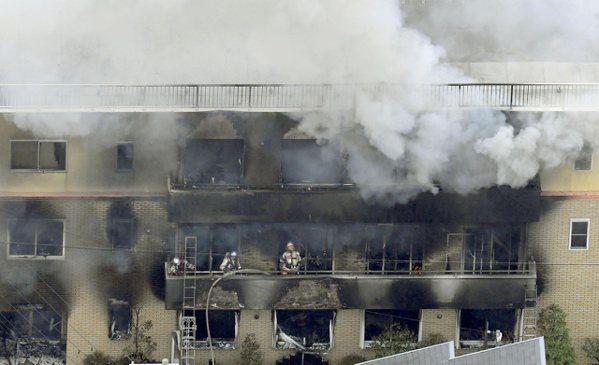 京都動畫遭縱火33死,日本「動漫聖母院」被毀,專家推論:爆燃助長火勢。 美聯社