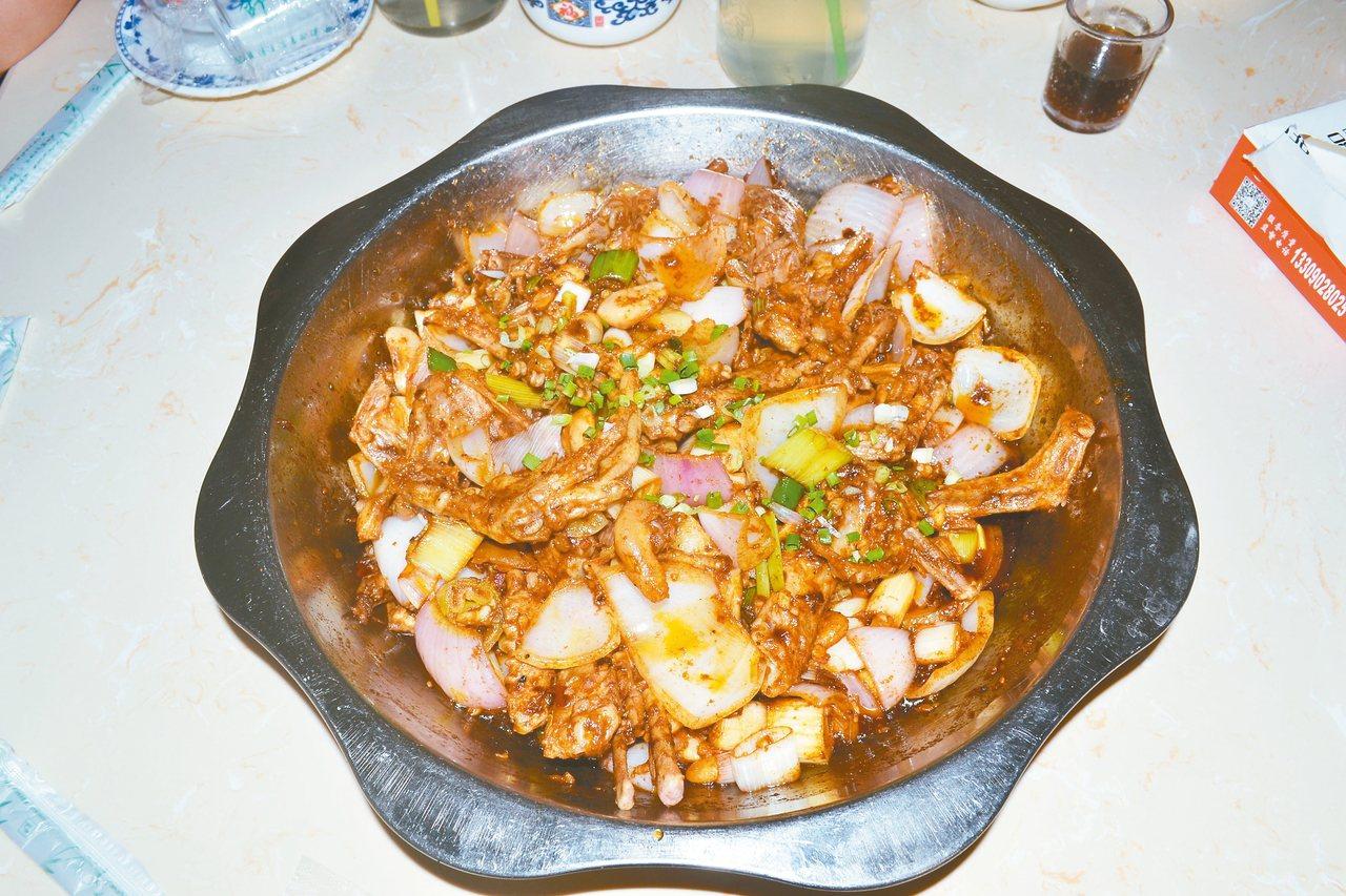 乾鍋,又名乾鍋菜,是川菜的製作方法之一,它就起源於德陽市。所以,來到德陽,乾鍋是...