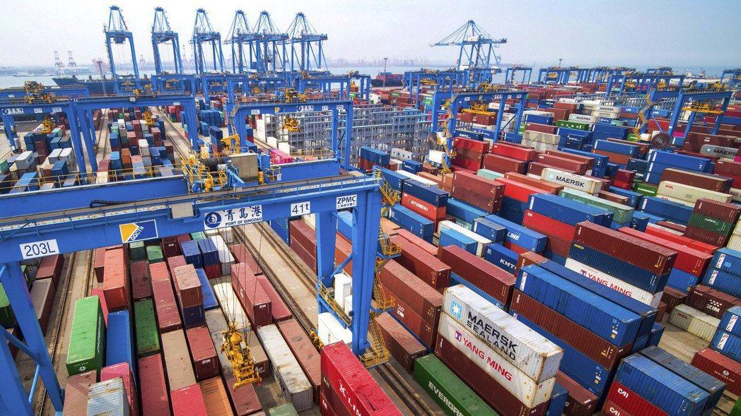 中國山東省青島貨櫃港。 美聯社