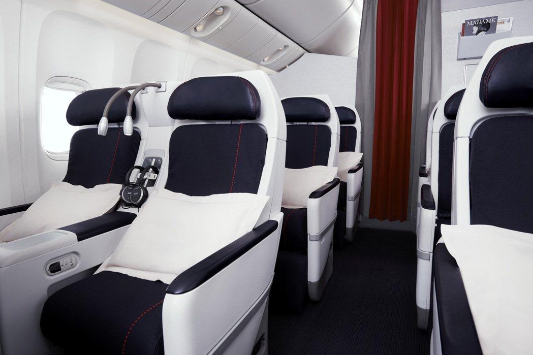 法國航空的尊尚經濟艙,明亮舒適餐食佳,是商務人士CP值最高的選擇。   法航/提...