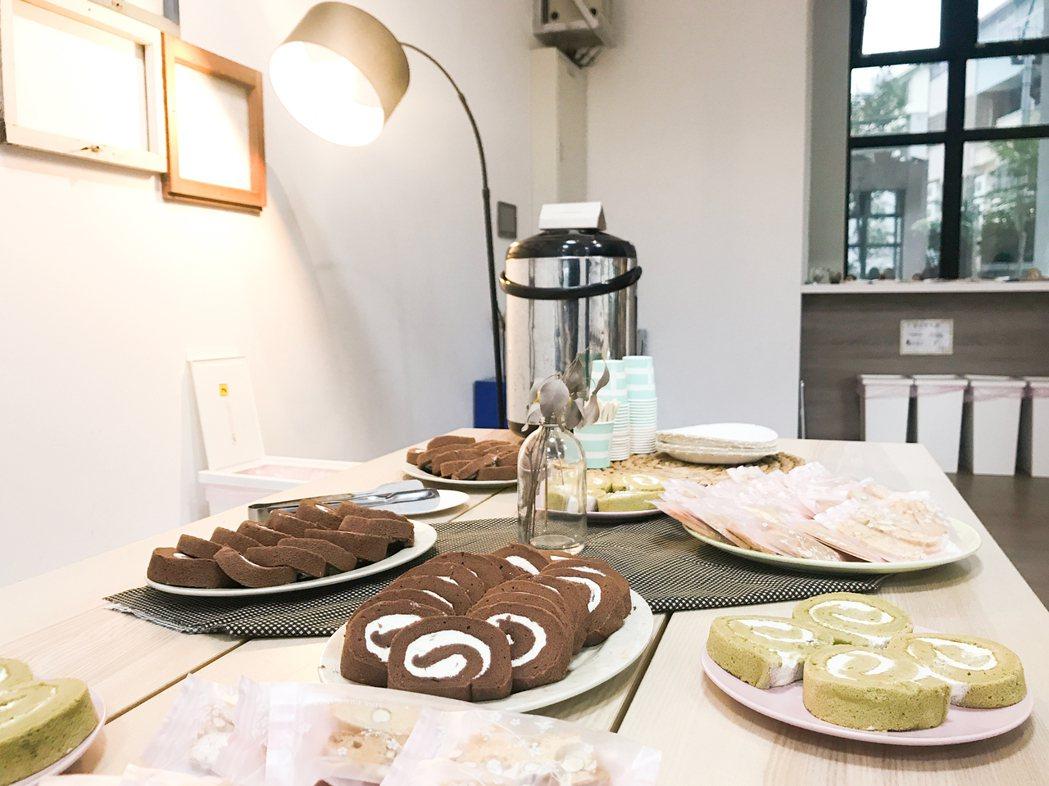 社區活動的茶點,由社區內具有烘焙專業的居民準備。 圖/OURs都市改革組織提供