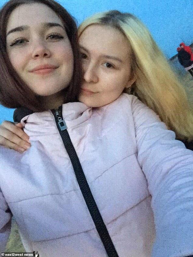 俄國少女因外貌姣好被朋友殺害,圖右金髮女子即為維多利亞。圖擷自每日郵報