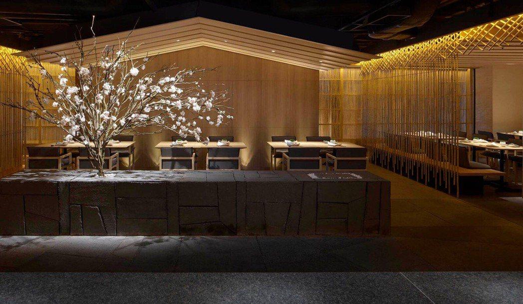 「竹」是梁志天設計團隊與日本建築大師隈研吾共同合作的日本料理餐廳。SLD/ 提供