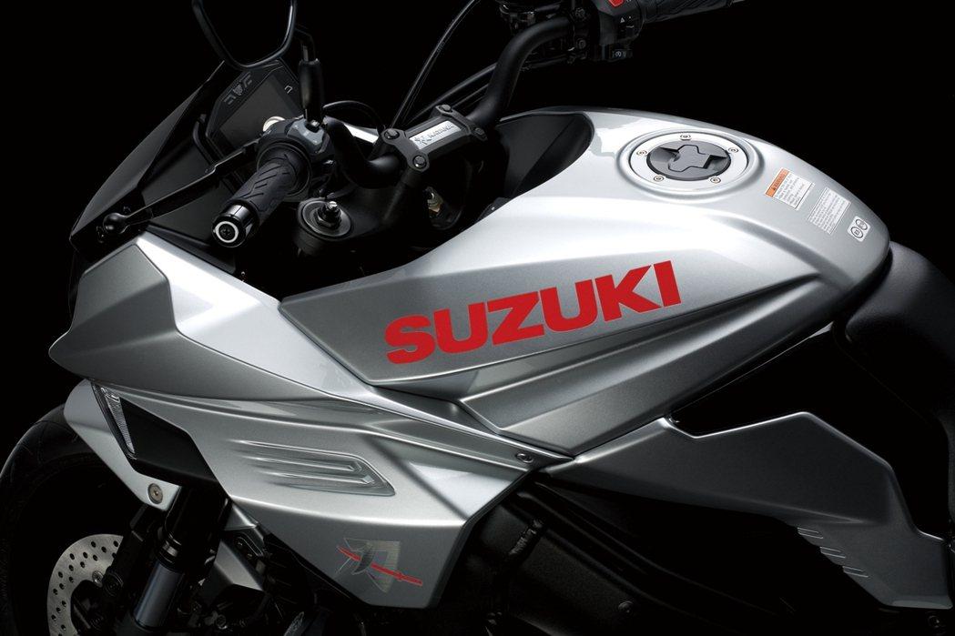 台鈴Suzuki GSX-S1000S 刀 油箱設計。 圖/台鈴Suzuki提供