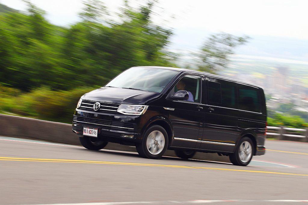 新年式福斯商旅Multivan搭載馬力199ps、扭力45.9kgm的2.0L ...