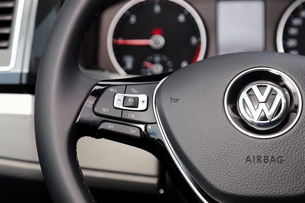 新年式福斯商旅Multivan全車型將ACC主動式車距調節巡航系統及Front ...