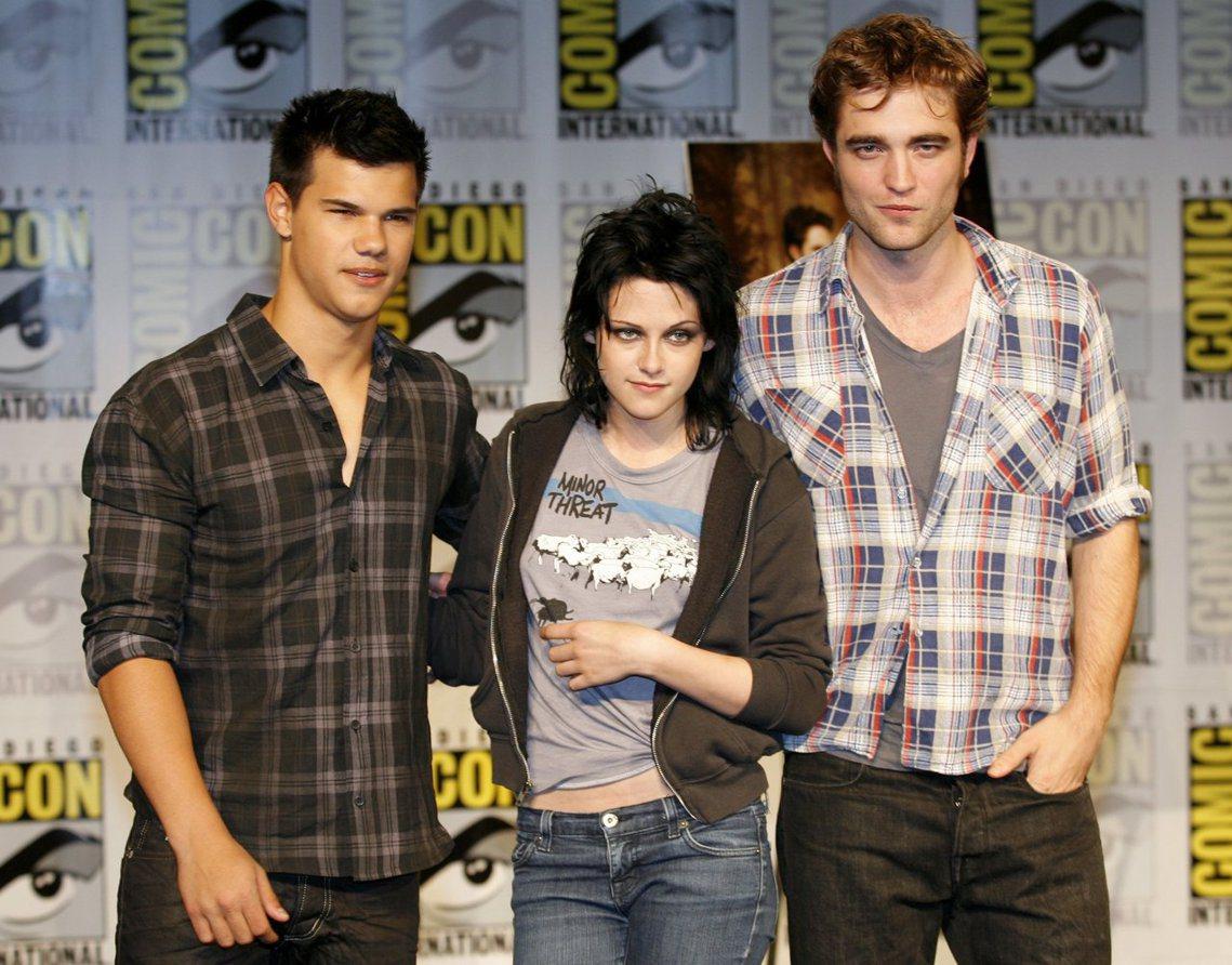 2008年由小說系列改編的愛情奇幻電影《暮光之城》(Twilight)取得了市場...