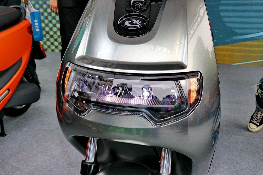 eMOVING iE125採用LED燈具。 記者陳威任/攝影
