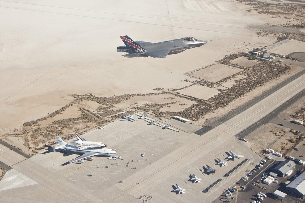 回過頭來,美國「沒收」土耳其採購的F-35,真的沒問題嗎?事實上,目前100架訂...