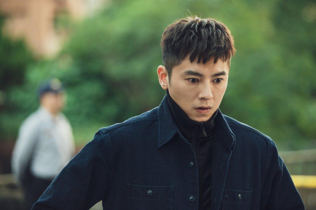 李國毅劇中接管殯葬家業。圖/LINE TV提供