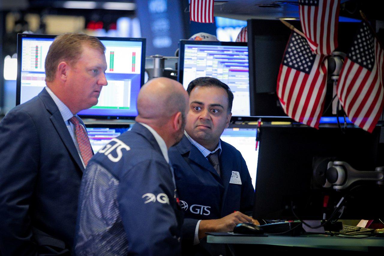 Fed官員談話鞏固降息預期,美股收漲。路透