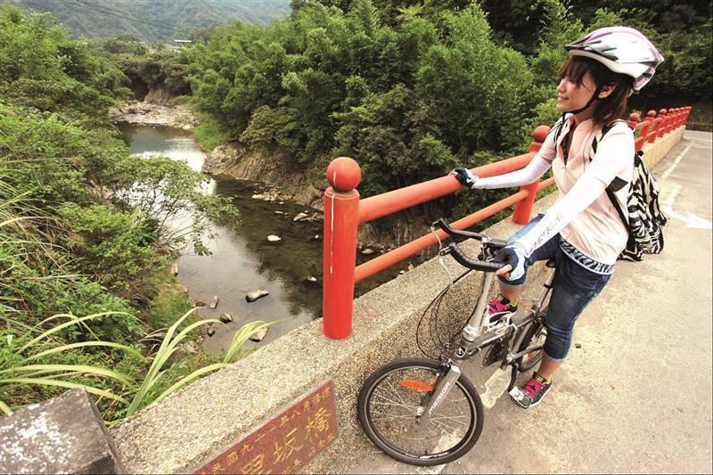 坪林區公所規畫坪林生態輕旅行,也持續優化金瓜寮自行車道,鼓勵民眾騎乘自行車,減碳...
